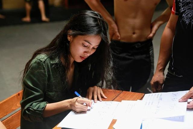 Nhung Kate kể từ khi gắn kết với Johnny Trí Nguyễn cũng ít tham gia phim ảnh hơn.