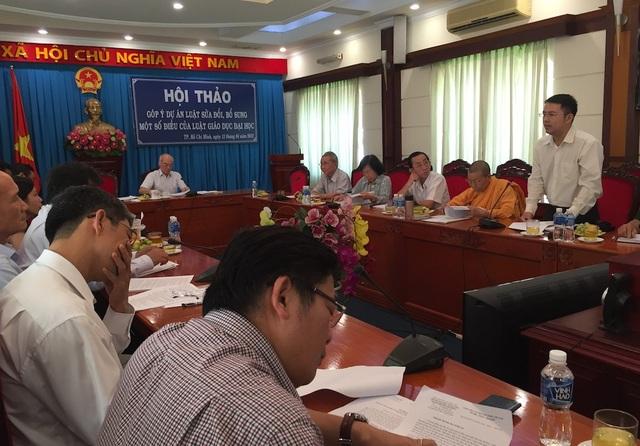 Ông Trần Quốc Tú, đại diện Sở Tư pháp TPHCM phát biểu trong buổi hội thảo góp ý cho dự thảo Luật sử đổi, bổ sung một số điều của Luật giáo dục ĐH