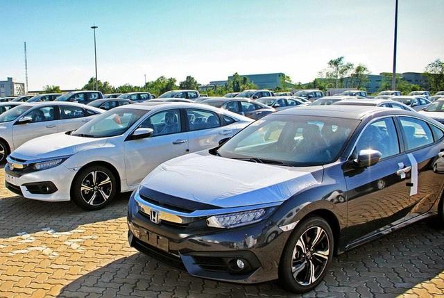 Đang có những lời kêu gọi tạm ngừng mua ô tô, để chờ giảm giá hơn nữa.