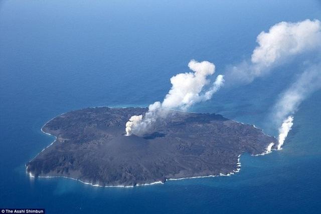Đảo Nishinoshima thuộc quần đảo Ogasawara nằm trong khu vực phát hiện mỏ khoáng chất. Ảnh: Asahi