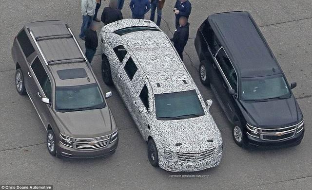 Hình ảnh siêu xe được cho là của ông Trump được chụp lại hồi tháng 3 (ở giữa). (Ảnh: Chris Doane)