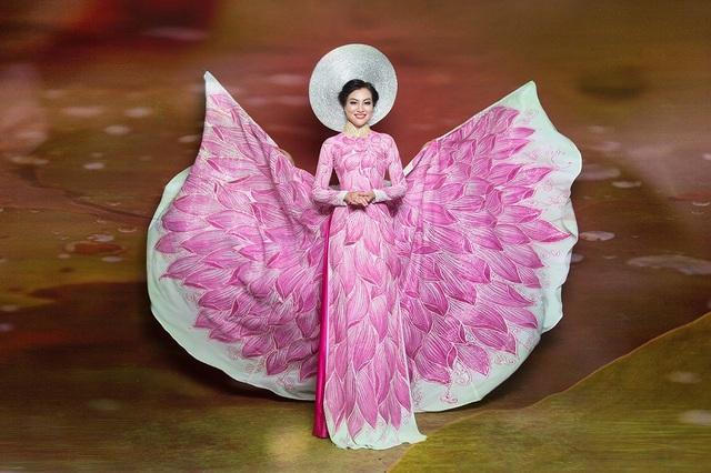 Nữ Hoàng Trần Huyền Nhung lộng lẫy với quốc phục sen hồng của NTK Tuấn Hải - 8