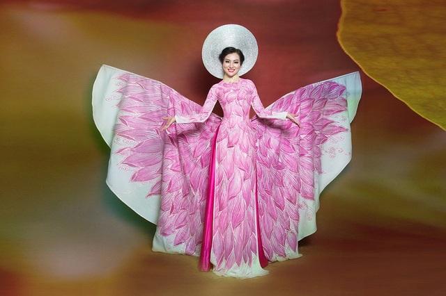 Nữ Hoàng Trần Huyền Nhung lộng lẫy với quốc phục sen hồng của NTK Tuấn Hải - 9