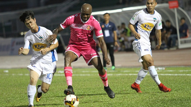 Các cầu thủ HA Gia Lai tỏ ra hụt hơi trước nhiều đối thủ tại V-League (ảnh: Trọng Vũ)