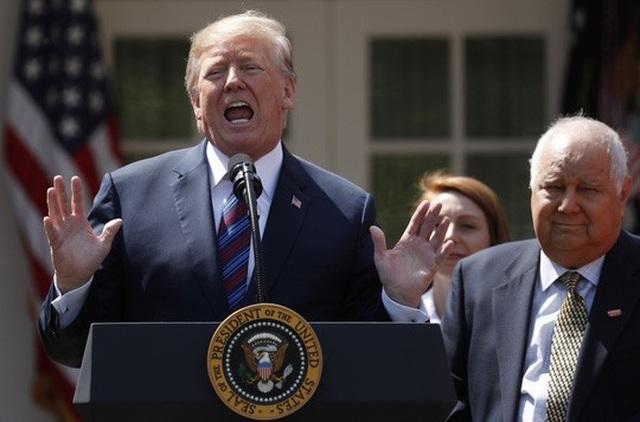 Tổng thống Donald Trump phát biểu tại Nhà Trắng hôm 12-4 Ảnh: REUTERS