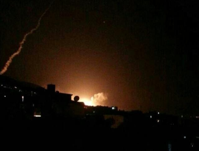 Hình ảnh đầu tiên về một vụ nổ lớn tại Syria (Ảnh: Twitter)