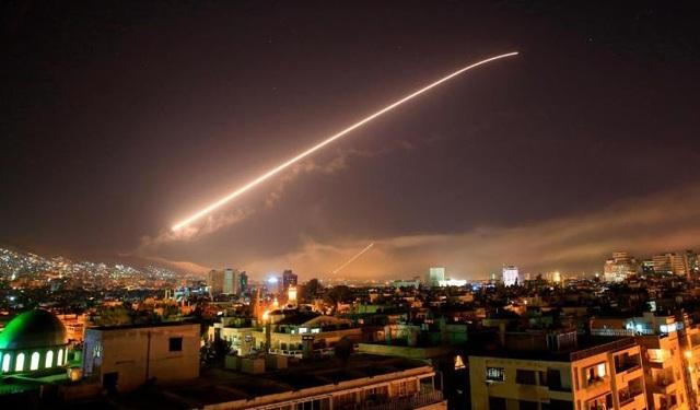Hình ảnh được cho là tên lửa bay trên bầu trời Syria ngày 14/4 (Ảnh: AP)