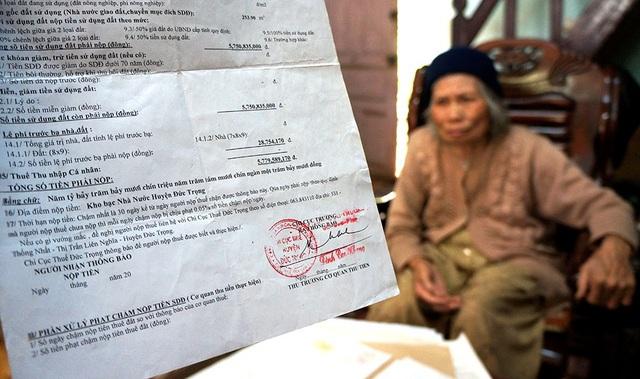 Trưởng phòng, Phó trưởng phòng TN&MT huyện Đức Trọng cùng 1 Phó Chánh thanh tra huyện liên quan đến vụ áp thuế oan 5,7 tỷ đồng đối với cụ bà Đàm Thị Lích bị hình thức kỷ luật khiển trách, cảnh cáo.