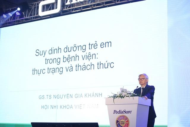 GS.TS Nguyễn Gia Khánh, Chủ tịch Hội Nhi khoa Việt Nam phát biểu tại hội thảo