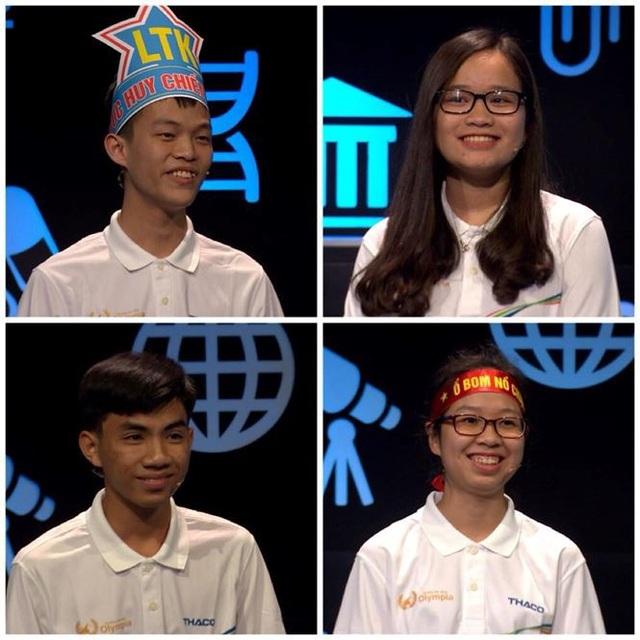 4 thí sinh đều cười vui vẻ trước tình huống trùng hợp bất ngờ là cùng bấm chuông và cùng đưa ra đáp án không chính xác.