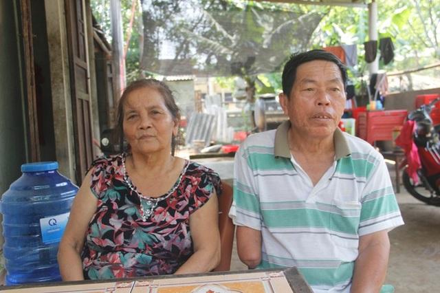 Ông Thanh cùng vợ đều sinh ra và lớn lên bên biển