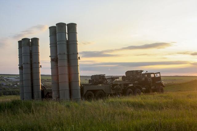 Nga đang cân nhắc tới việc cung cấp cho Syria hệ thống phòng thủ tầm xa S-300 (Ảnh: Sputnik)