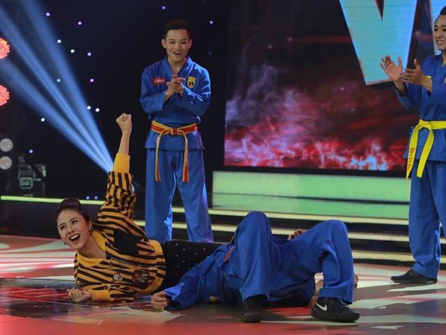 Vân Trang chia sẻ, cô từng học những động tác võ thuật này khi tham gia bộ phim Scandal nên cô muốn thể hiện lại những điều mình đã từng làm.