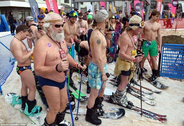 Lễ hội thu hút cả những vị khách lớn tuổi