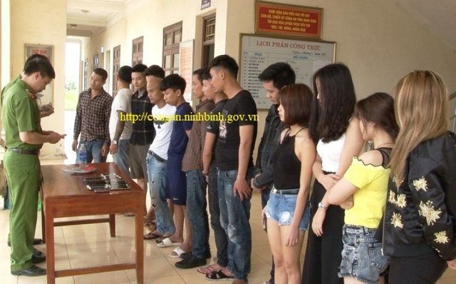 14 thanh niên sử dụng ma túy trong quán karaoke bị bắt giữ.