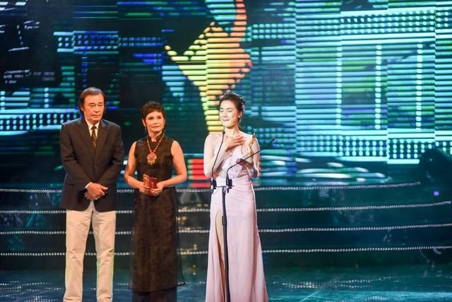Khi lên sân khấu nhận giải Nữ diễn viên chính phim truyện điện ảnh xuất sắc nhất, Nhã Phương đã nghẹn ngào không thốt nên lời. Cô gọi giải thưởng là phao cứu sinh.