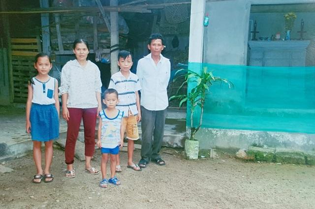 Gia đình chị Hương ở trong căn nhà tồi tàn và là hộ nghèo 10 năm qua