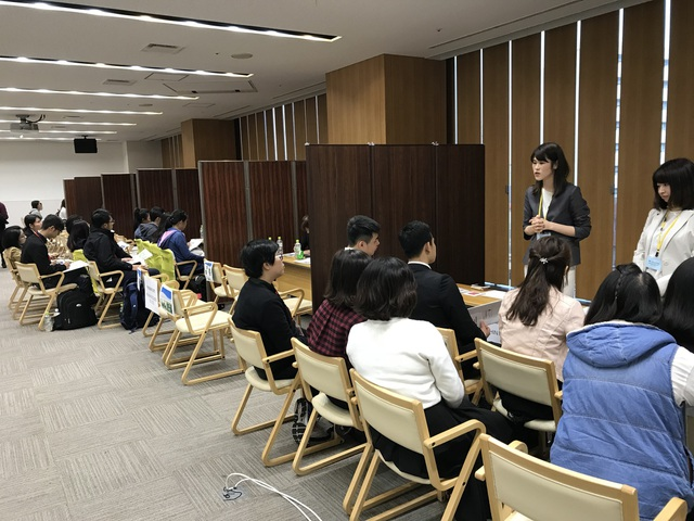 Các bạn du học sinh Việt được cung cấp thông tin về cơ hội việc làm tại buổi giao lưu.