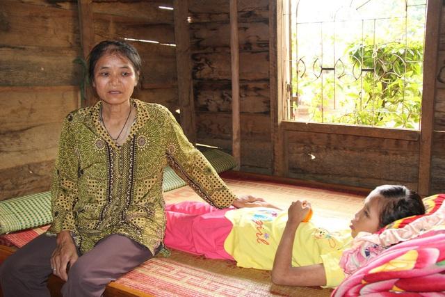 Hòa mới trở về nhà vì gia đình đã khánh kiệt, không đủ khả năng chữa trị