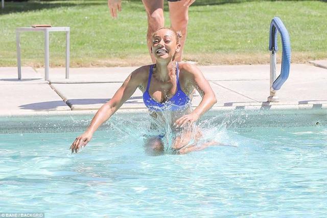 Mel B khoe thân hình cơ bắp sau 3 lần sinh nở - 14