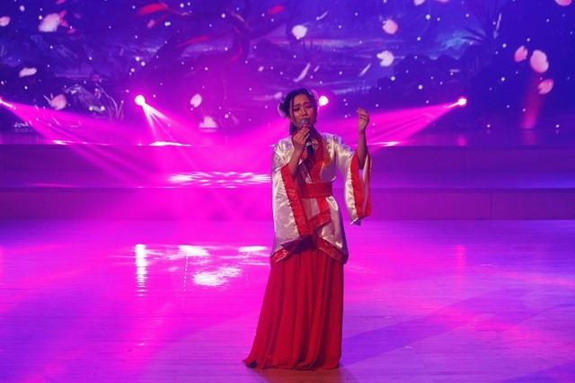 Vương Thị Xuân Anh thể hiện khả năng thanh nhạc qua bài hát tiếng Trung