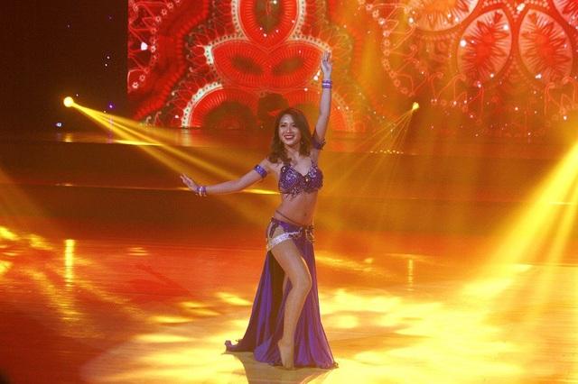 Nữ sinh HV Âm nhạc trình diễn đánh trống nước, khiêu vũ chuyên nghiệp - 10