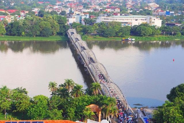 Vẻ đẹp của cầu Trường Tiền từ trên cao đã phục hồi lại 10 ban công