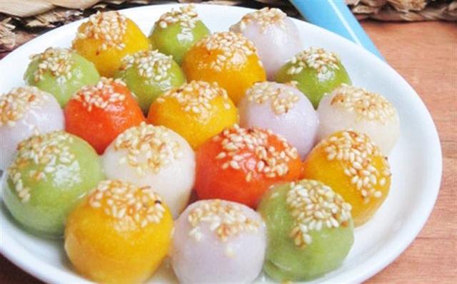Việc dùng bánh trôi, bánh chay nhiều màu sắc để thắp hương không đúng với nguyên gốc và những ý nghĩa tốt đẹp của Tết Hàn thực