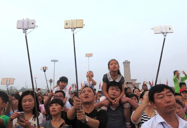 Chụp hình tự sướng đã trở thành trào lưu tại Trung Quốc. (Ảnh minh họa: Getty)