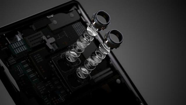 Đây là smartphone đầu tiên sở hữu cụm camera kép của Sony