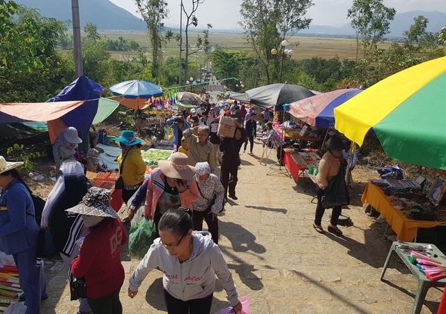 """Hàng nghìn người dự lễ hội """"Thiên Y Thánh Mẫu"""" ở Khánh Hòa - 2"""