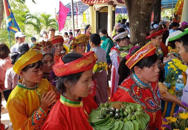 """Hàng nghìn người dự lễ hội """"Thiên Y Thánh Mẫu"""" ở Khánh Hòa - 6"""