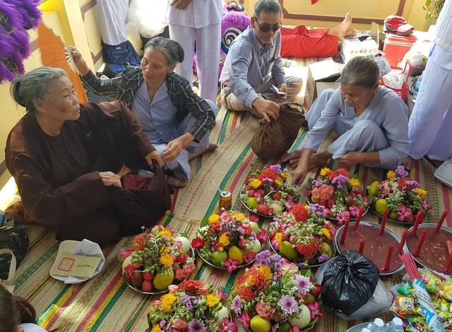 """Hàng nghìn người dự lễ hội """"Thiên Y Thánh Mẫu"""" ở Khánh Hòa - 7"""