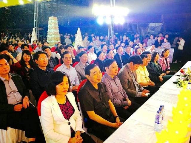 Dự đại lễ cầu quốc thái dân an và hoa đăng tại khu di tích cố đô hoa lư có đông đảo lãnh đạo tỉnh Ninh Bình. Đây là lễ hội diễn ra thường xuyên vào đầu tháng 3 âm lịch nhằm kỷ niệm ngày vua Đinh Tiên Hoàng lên ngôi hoàng đế lập ra nhà nước Đại Cồ Việt.