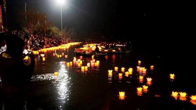 Lễ cầu quốc thái dân an và hoa đăng diễn ra ngày 1/3 âm lịch, đây là sự kiện mở đầu cho chuỗi sự kiện kỷ niệm 1050 năm nhà nước Đại Cồ Việt và lễ hội Hoa Lư sẽ diễn ra những ngày sắp tới tại Ninh Bình - Vùng đất cố đô Hoa Lư lịch sử nghìn năm.