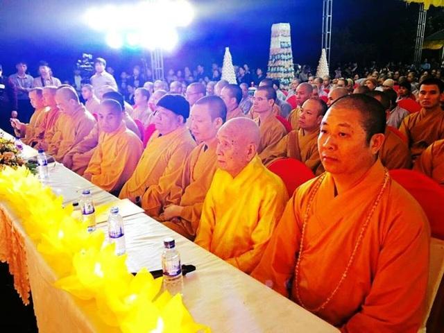 Đông đảo Tăng ni, Phật tử của Giáo hội Phật giáo Việt Nam tỉnh Ninh Bình cũng có mặt tại lễ cầu quốc thái dân an để cùng nhau nguyện cầu cho đất nước yên bình, nhân dân no ấm, hạnh phúc.
