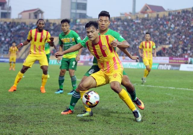 Sân Thiên Trường (Nam Định) cũng là địa chỉ cuồng nhiệt với V-League (ảnh: Gia Hưng)
