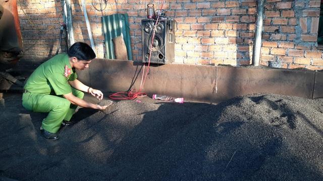 Lực lượng chức năng kiểm tra, phát hiện hàng chục tấn cà phê chuẩn bị xuất xưởng