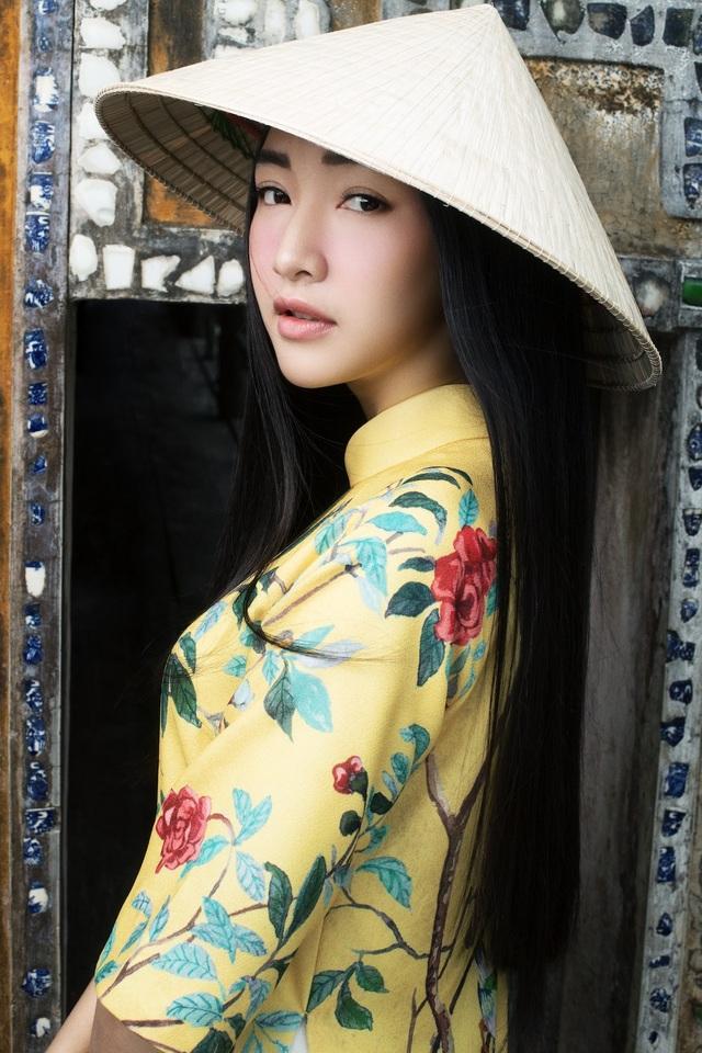 Từng đăng quang Hoa khôi Du lịch Huế 2015, Ngọc Trân trở thành gương mặt đại diện cho du lịch Huế trong các chương trình quảng bá du lịch, văn hoá cố đô.