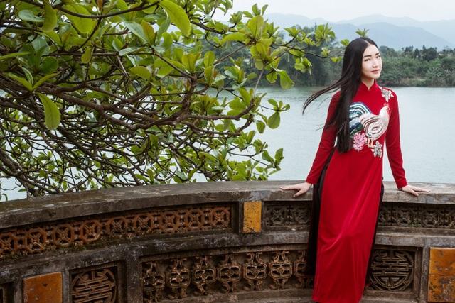 Sau đó cô tham gia Hoa hậu Việt Nam 2016 và gây chú ý với thần thái và phong cách đậm chất Huế.