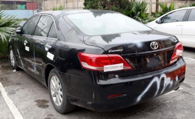 Chiếc ô tô Toyota Camry mà vợ chồng Lẫm, Quyết mang đi bán
