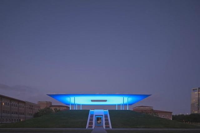 Twilight Epiphany Skyspace (Houston, Texas) có mạng lưới đèn LED phản ứng với ánh sáng mặt trời, tạo ra những ánh sáng và màu sắc độc đáo./.