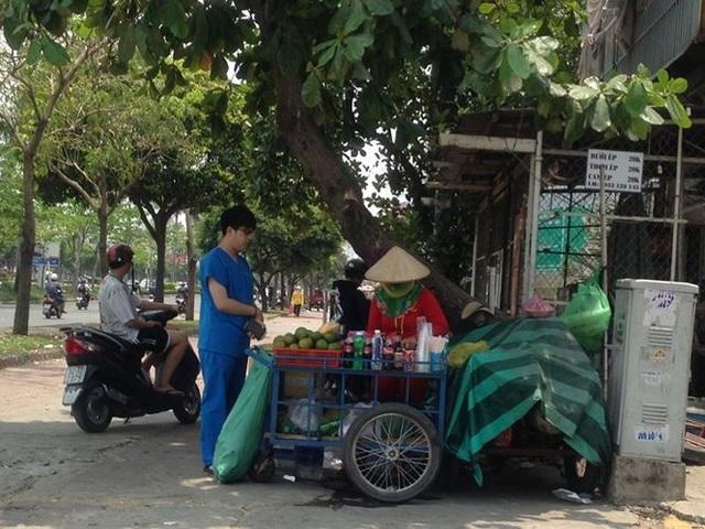 Sài Gòn nắng nóng, bán nước giải nhiệt kiếm bộn tiền hàng ngày - 9