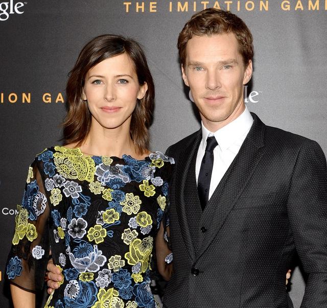 Hay như tài tử người Anh Benedict Cumberbatch kết hôn với cô Sophie Hunter - người phụ nữ từng tốt nghiệp chuyên ngành đạo diễn sân khấu từ Đại học Oxford. Trong lễ cưới hồi năm 2015 của cặp đôi này, họ chỉ mời 12 người tới dự.