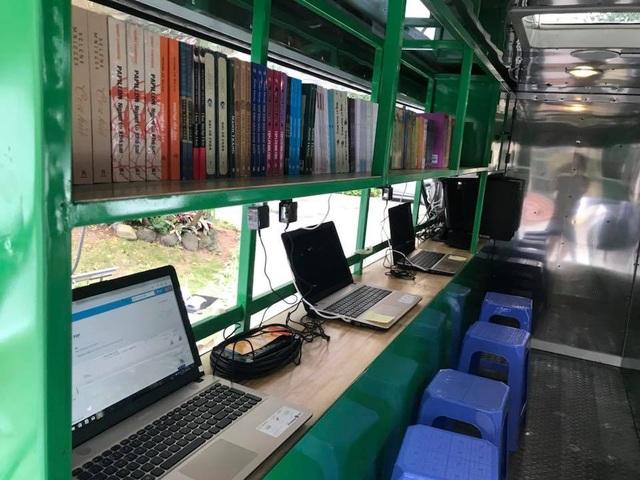 Mỗi xe ô tô thư viện lưu động có hơn 4.000 cuốn sách, 6 máy tính, 1 máy chủ, phần mềm, máy chiếu, vô tuyến.