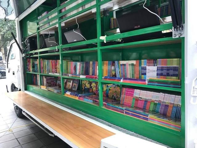 Bộ Văn hoá trao tặng ô tô thư viện lưu động đa phương tiện cho 8 tỉnh - 1
