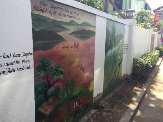"""Công trình được thực hiện trên các bức tường nhà văn hóa thôn và một số hộ dân. Đây là một trong những điểm nhấn, góp phần bổ sung sản phẩm du lịch """"homestay""""(du lịch trải nghiệm sống trong căn nhà của người bản địa) cho người dân địa phương."""