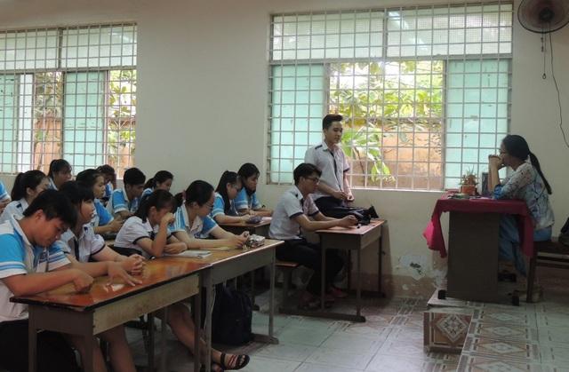 Cô Trần Thị Minh Châu - người lên lớp không giảng bài trong nhiều tháng - bị kỷ luật cảnh cáo thời gian 12 tháng
