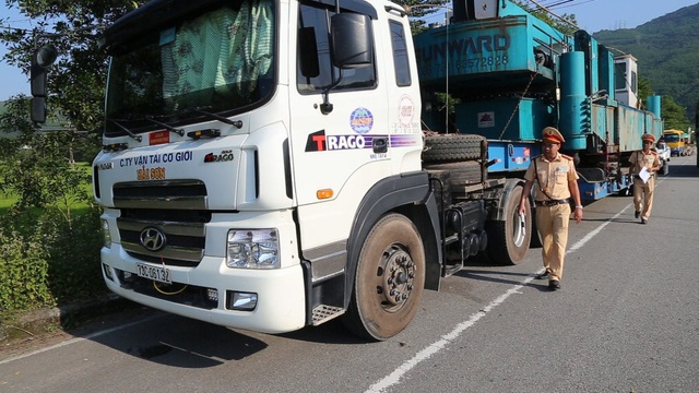 """Công ty có xe chở """"quái thú"""" tiếp tục bị xử phạt hơn 77 triệu đồng - 2"""