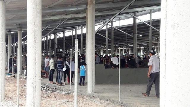 Hàng trăm người dân kịch liệt phản đối trang trại trâu bò của Công ty TNHH Đoàn Kết Phú Quý gây ô nhiễm